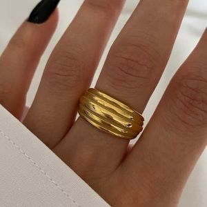 Multi layered lines ring